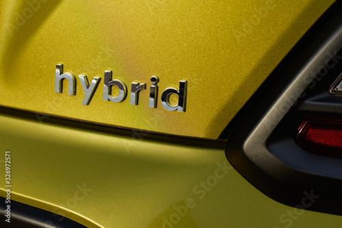 Leinwand Poster Chromed hybrid car logo on green background