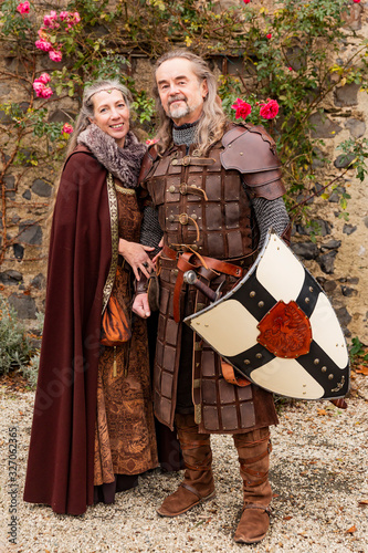 Photo Couple in medieval clothing