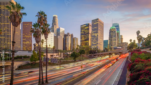 Obraz Beautiful sunset of Los Angeles downtown skyline - fototapety do salonu