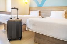 Black Travel Suitcase Or Lugga...