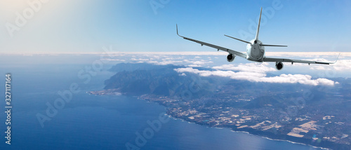 Obraz Back view of commercial airplane - fototapety do salonu