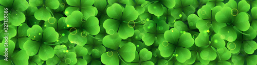 Photographie Vector horizontal border with green realistic shamrocks