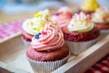 Red Velvet Cupcakes Mit Butter...