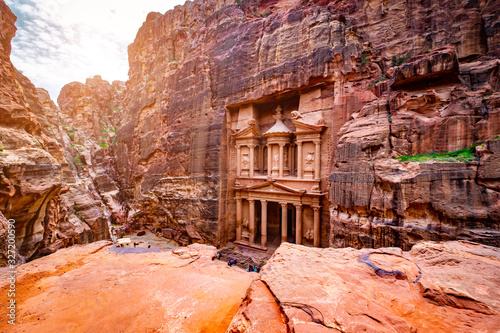 Fototapeta Magnificant and famous facade in Petra Jordan, the treasury or Al Khazna