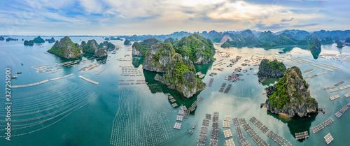 Foto Aerial view fishing village and rock island, Bai Tu Long Bay, Vietnam, Southeast Asia