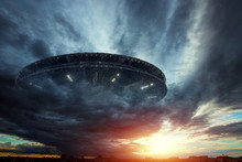UFO, An Alien Plate Soars In T...