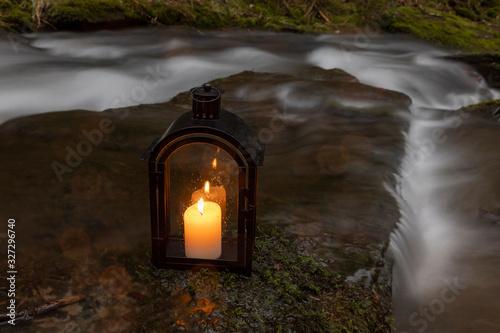 Foto Kerzenleuchter am Bachlauf