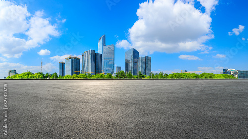 Cuadros en Lienzo Empty race track and beautiful city skyline with buildings in Suzhou,panoramic view