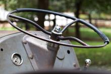 Old Vintage Tractor Steering W...
