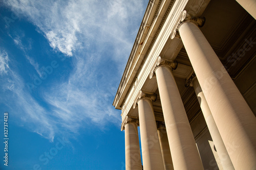 Foto Federal building and a beautiful blue sky