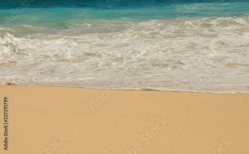 Photo Waves wash ashore