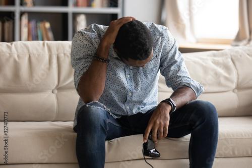 Fotografía Unhappy young biracial man feeling upset after loosing xbox game.