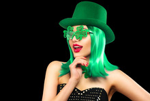 St. Patrick's Day Leprechaun Model Girl In Green Hat, Funny Clover Shaped Sunglasses, Isolated On Black Background And Smiling, Having Fun. Patrick Day Pub Party, Celebrating. Green Beer. Ads