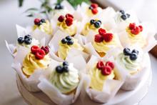 Vanilla Cupcakes With Cream Ch...