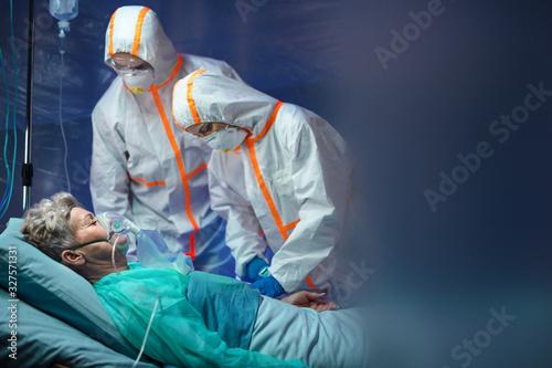 Obraz Infected patient in quarantine lying in bed in hospital, coronavirus concept. - fototapety do salonu