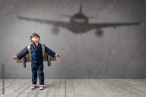Slika na platnu Child dreams of becoming a pilot