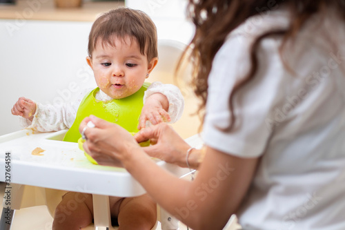 Obraz A baby is eating pap - fototapety do salonu
