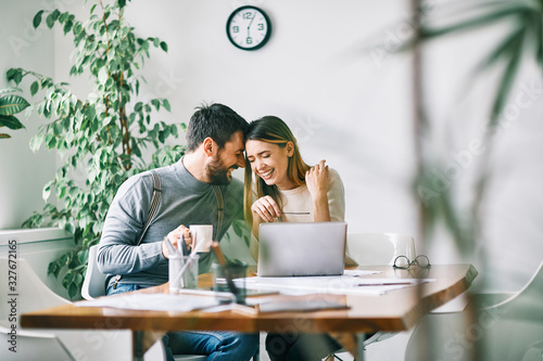 Obraz couple working laptop office home business happy love - fototapety do salonu