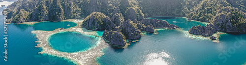 Aerial view of the Twin Lagoon in coron island, Palawan, Philippines Tableau sur Toile