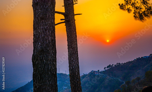Photo Alluring Sunset view at Sunset Point, Kasauli, Himachal Pradesh, India