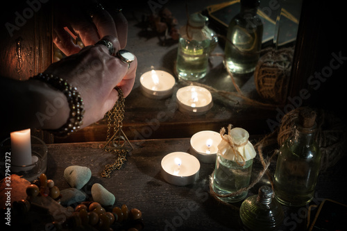 Stampa su Tela Hand of fortuneteller with a magic symbol during spiritual session