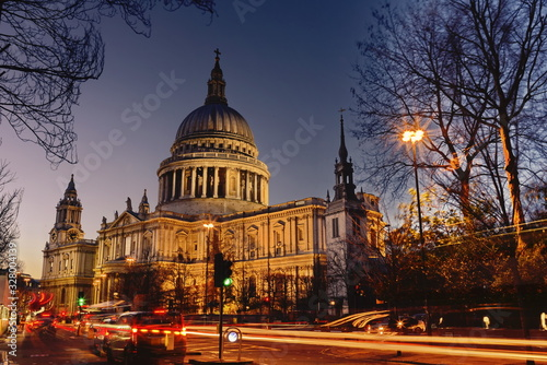 london cathedral st paul's . Wallpaper Mural