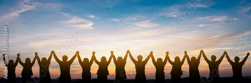 Fotografía Silhouette of group happy business team making high hands over head in beautiful