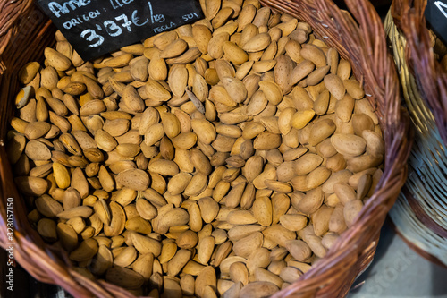 Fotomural Almonds in wicker basket with price tag in Catalan