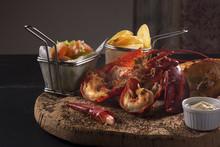 Lobster Sandwich Con Patate Fritte Salse E Verdure Fresche