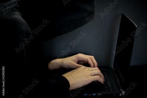 pirate informatique sur un pc portable Fototapeta
