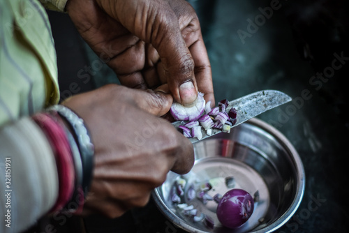 Photo old man Cutting anion in silver bowl