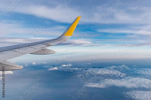 Photo ala de avión airbus a320 sobre sierra nevada, españa