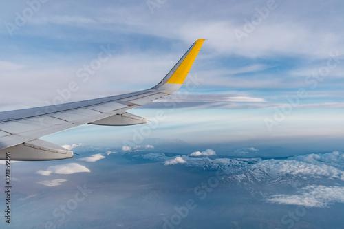 ala de avión airbus a320 sobre sierra nevada, españa Wallpaper Mural