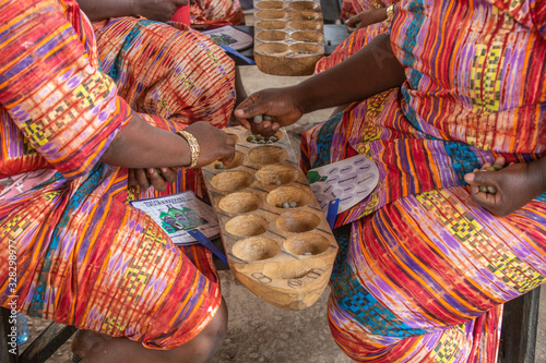 Obraz Ayo Olopon is a traditional game played by the Yoruba people of Nigeria. It is a game that requires a lot of brain power and mathematical skill.  - fototapety do salonu