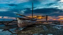 Barca De Pesca Africana Al Ata...