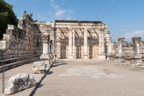 Photo The capernaum synagogue in Israel