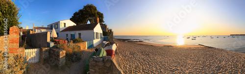 Plage et maison sur l'île de Noirmoutier en Vendée. France. Fototapet