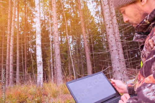 Ecologist works in the woods at the computer Canvas-taulu