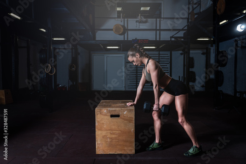 Young sweaty fit muscular strong girl doing hardcore crossfit workout training f Canvas-taulu