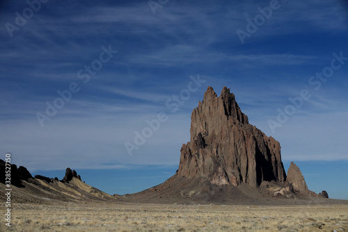 Shiprock, the great volcanic rock mountain in desert plane of New Mexico, USA Canvas-taulu