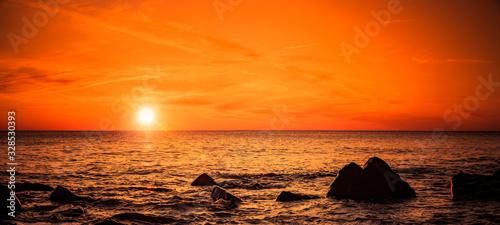 Canvas Print Stimmungsvoller Roter Sonnenuntergang am Meer