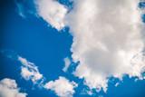 Niebieskie niebo z chmurami,  czyste niebo, naturalne tło