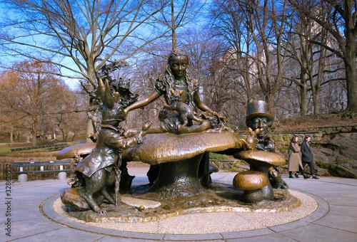Photo monumento a alicia en el país de las maravillas, central park