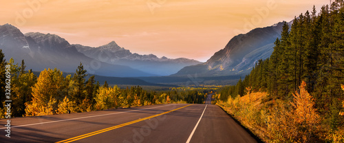 Fototapeta Scenic Icefields parkway in twilight at Jasper national park Canada obraz