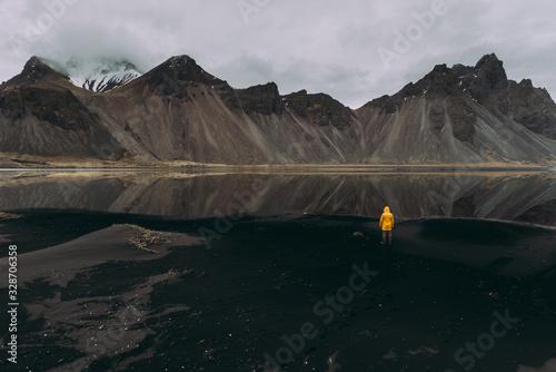 Cuadros en Lienzo Wanderlust explorer discovering icelandic natural wonders