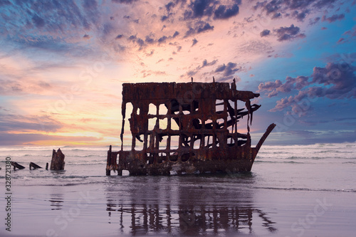 Photo panoramic view of shipwreck at the beach in Oregon