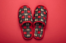 Checkered Indoor Slippers On R...