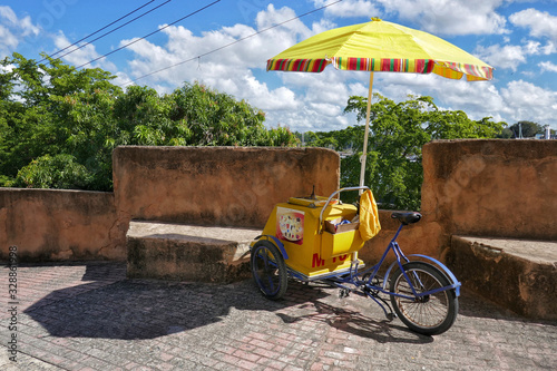 Photographie Dominican Republic – Iceman bicycle in Santo Domingo