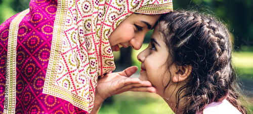 Foto Portrait of religious enjoy happy love asian family arabic muslim mother and lit