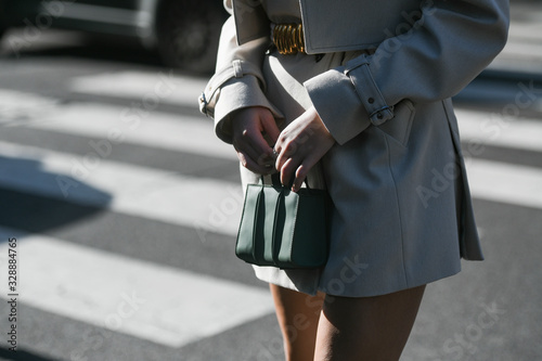 Street style outfit - streetstylefw20 фототапет